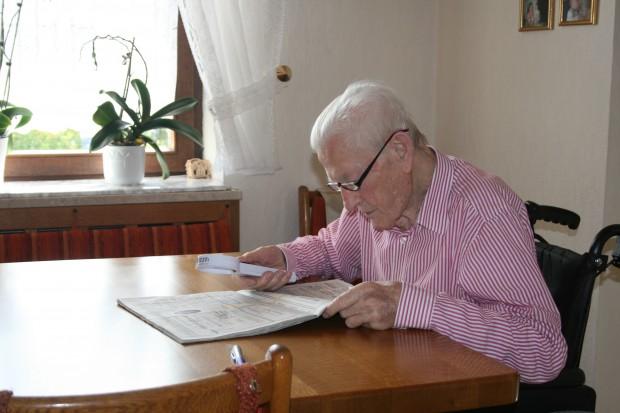 Sokan idős korban sem adják fel, apróhirdetéseket böngésznek, az internetet olvassák, hogy párt találjanak. Képünk illusztráció