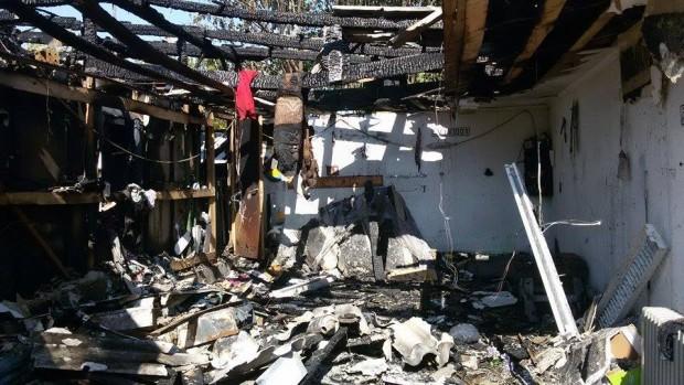 Az alig elkészült háznak csak a négy főfala maradt meg a tűzvész után
