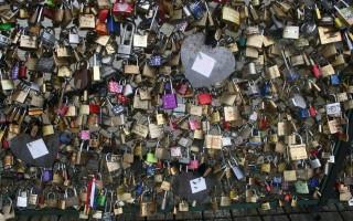 Egymillió szerelemlakat – negyvenöt tonna