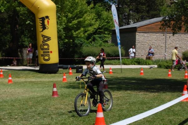 Látványos és izgalmaktól sem mentes versenyeken mérték össze tudásukat a kerékpáros utánpótlás lányai és fiai. Fotó: nyr