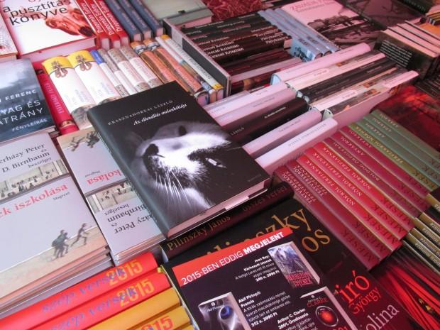 Minden huhogás ellenére, miszerint nem olvasnak már az emberek, ismét rengeteg új könyv jelent meg. Fotó: b-c