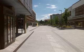 Magányos séta a kihalt belvárosban