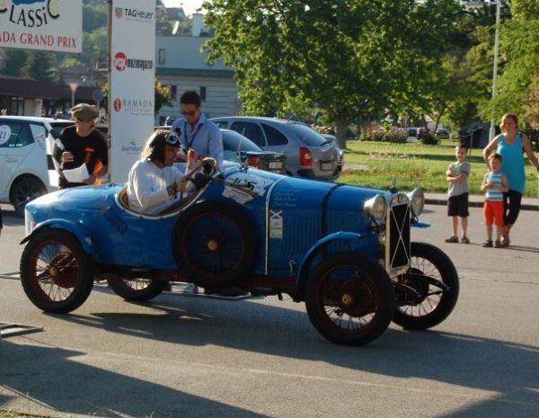 A motorosokhoz csatlakozott a Balaton Classic, Ramada Grand Prix veteránautós verseny néhány résztvevője is. Fotó: nyr