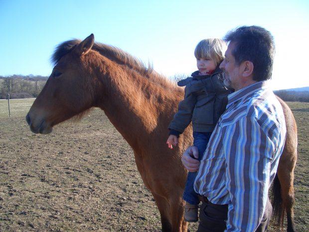 Dr. Görgey Ákos unokájával