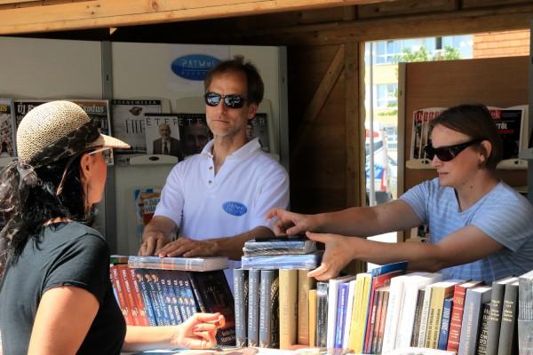 A veszprémi Ünnepi könyvhéten is sok olvasó kereste a kiadók legújabb köteteit. Fotó: vk
