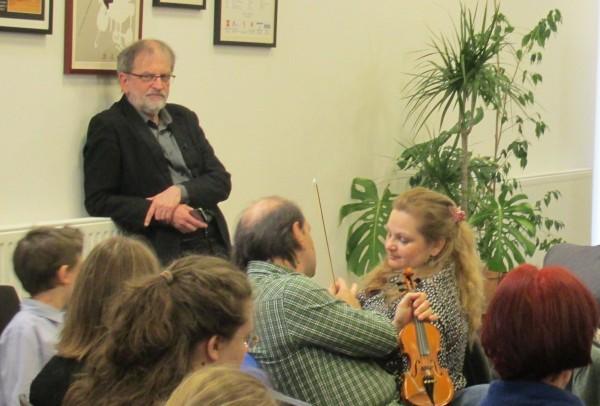 Kováts Péter egy korábbi webináriumon. Nagy hangsúlyt fektetnek arra, hogy a fiatal közönség számára is vonzóvá tegyék a hegedűmuzsikát