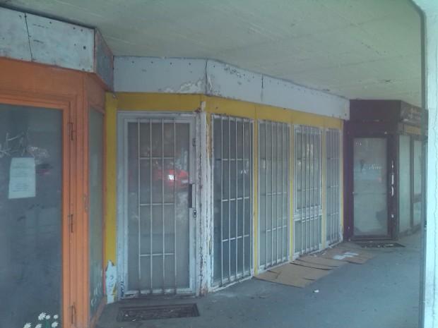 nyr Kossuth utca üres  boltok 10