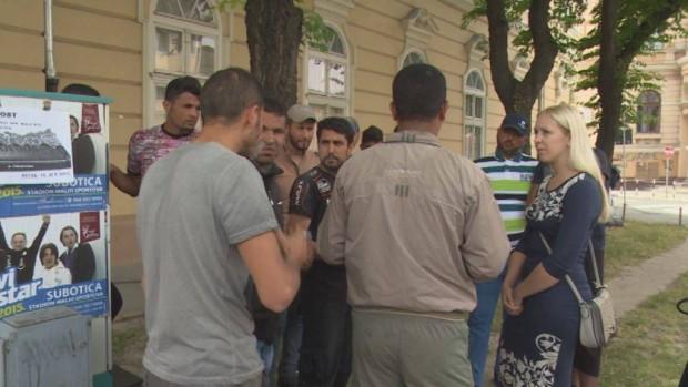 A magyar–szerb zöldhatár lezárásának híre már eljutott a menekültekig, ennek ellenére továbbra is naponta legalább több százan érkeznek Magyarkanizsára. Menekültek Szabadka belvárosában (pannon tv)
