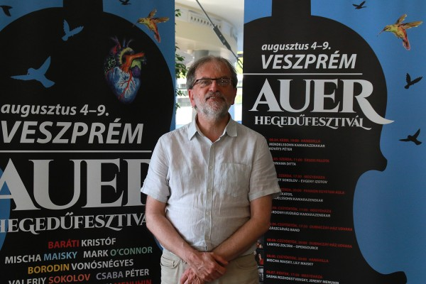 Kováts Péter hegedűművész, fesztiváligazgató. Világsztárok érkeznek Veszprémbe az I. Auer-hegedűfesztiválra.  Fotó: Nagy Lajos