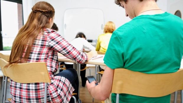 A középiskolások a digitális világban könnyen eligazodnak, de a szókincsük gyenge. (A kép illusztráció)