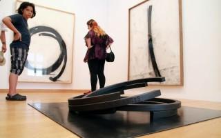 Acél és sárm – Beszélgetés Bernar Venet-vel veszprémi kiállítása megnyitóján