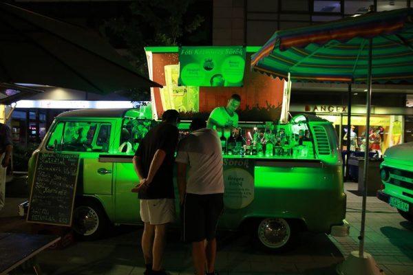 Idén a Food Truck autói is jelen voltak az utcazene-fesztiválon. Fotó: Nagy Lajos