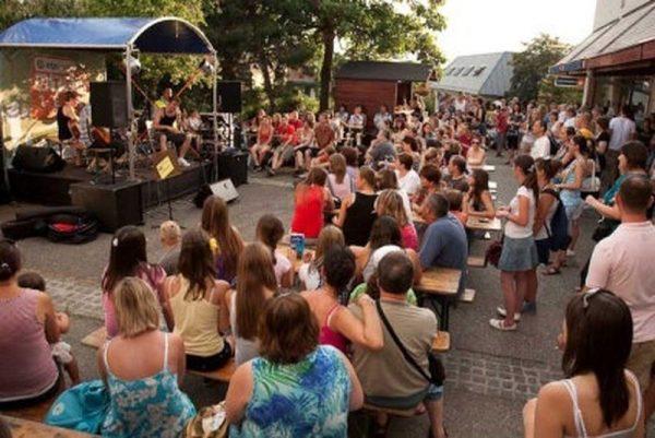 Kép egy korábbi utcazene-fesztiválról. A közönségnek számtalan meglepetésben lesz része. Fotó: archív