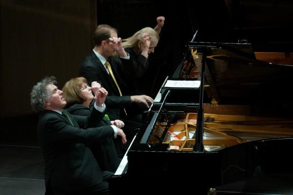 A Magyar Zongorás Négyes Beethoven, Mendelssohn, Liszt, Saint-Saëns és Gounod műveit szólaltatja meg