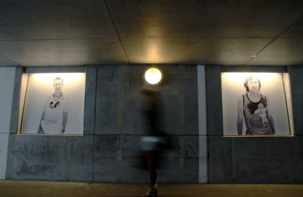 Veszprémi emberek portréi láthatók a kinagyított fekete-fehér képeken. Fotók: Nagy Lajos