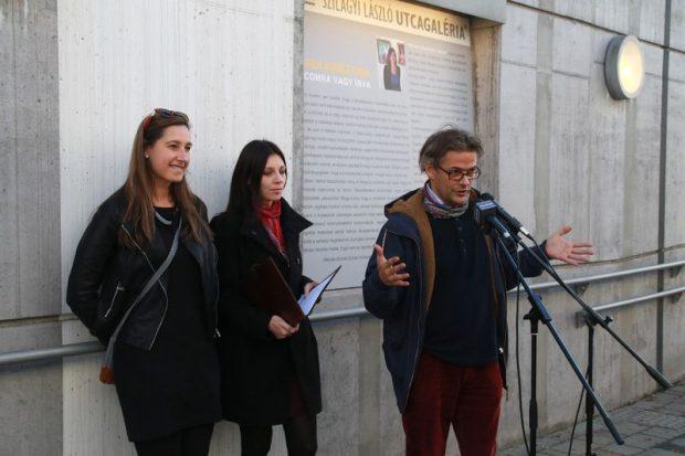 Sárdi Krisztina, Dohnál Szonja és Áfrány Gábor, a Művészetek Háza kurátora a megnyitón