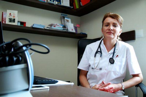 Dr. Dósa Andrea belgyógyász, kardiológus főorvos szerint jobban kellene törődni magunkkal, nem elég csak mondani, de káros szokásainkat abba is kellene hagyni. Fotó: Nagy Lajos