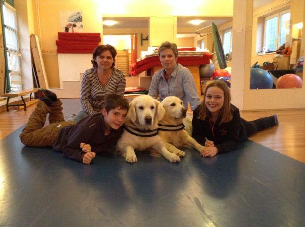 Márta és Anikó, Beni és Lili, valamint a kutyusok, Abey és Winnie