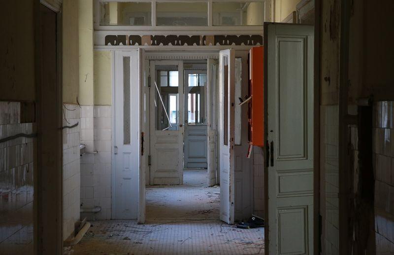 Az épület több mint húsz éve üresen áll és egyre rosszabb állapotba kerül