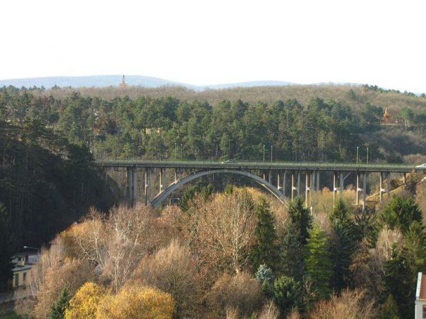 A Szent István völgyhíd Veszprém látványos, közismert építménye
