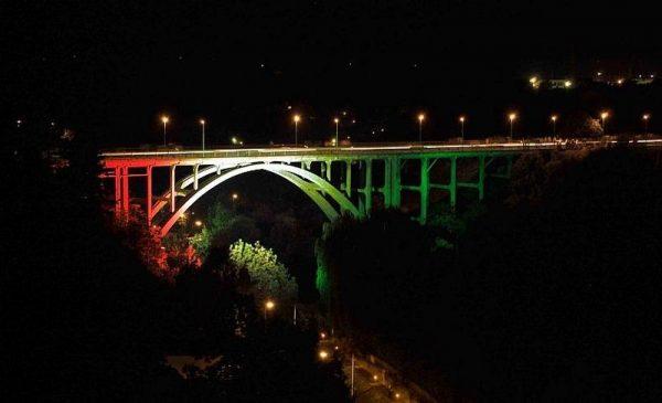 Ilyen volt az egykori díszkivilágítás. Fotó:  epiteszforum.hu