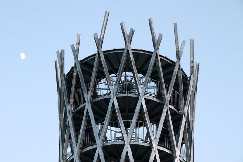 A Gulya-domb legújabb látnivalója az új, fémből készült, impozáns kilátó, amelyet májusban adtak át a nagyközönségnek. Fotó: Nagy Lajos