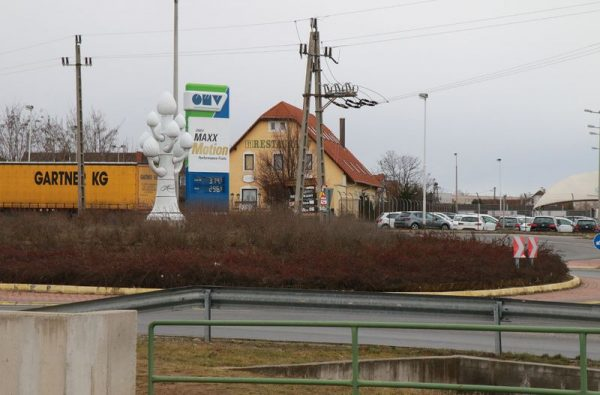 Az OMV benzinkút és az aréna között nincs zebra, a panziót gyalog nem lehet megközelíteni. Fotó: Nagy Lajos