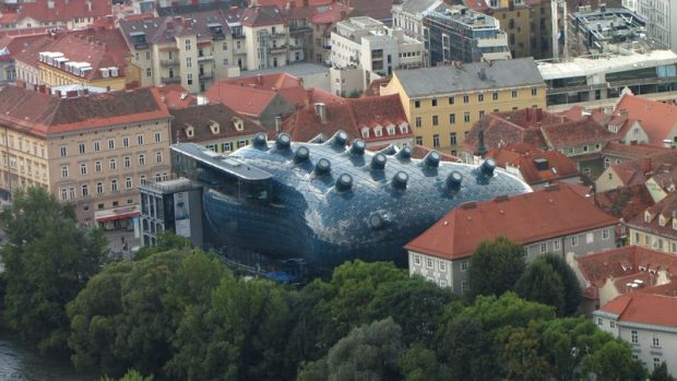 Graz 2003-ban volt Európa Kulturális Fővárosa. A város sok különleges épülettel gazdagodott, a képen a Kunsthaus