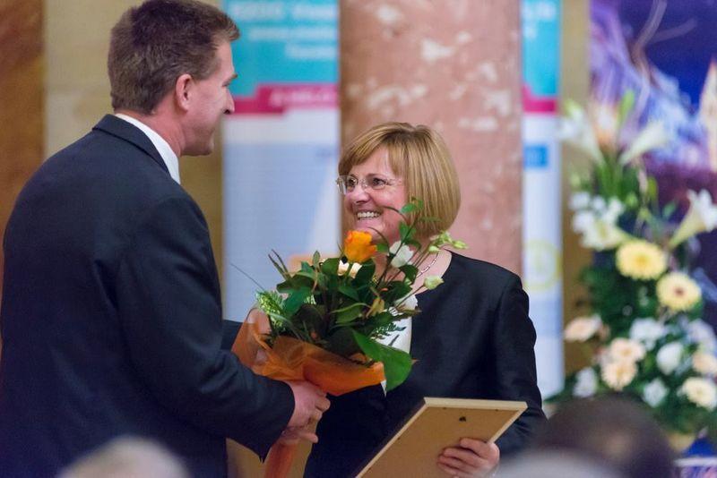 Dr. Bőszéné Szatmári-Nagy Anikó munkásságát 2015-ben a magyar oktatás és köznevelés kategóriában Veszprém megyei Prima-díjjal ismerték el