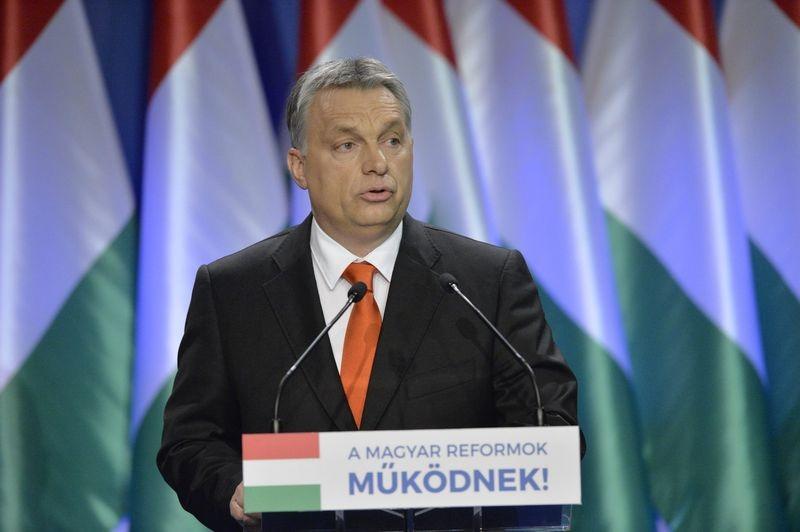 Orbán Viktor miniszterelnök hagyományos évértékelõ beszédét tartotta a Várkert Bazárban. Mti-fotó: Koszticsák Szilárd