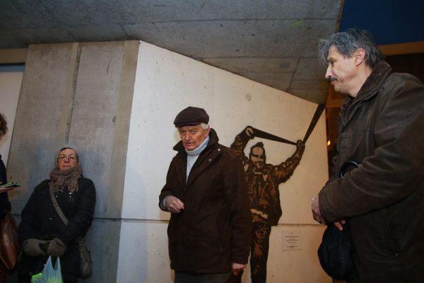 A művész alakját Búzás Huba költő (középen) is felidézte emlékeivel és a Lackóról írt versével is. Jobbra Katanics Sándor. Fotó: Nagy Lajos
