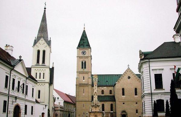 Veszprémben sok minden már eleve adott a rendezéshez. Ilyen gyönyörű történelmi belvárossal kevés város rendelkezik