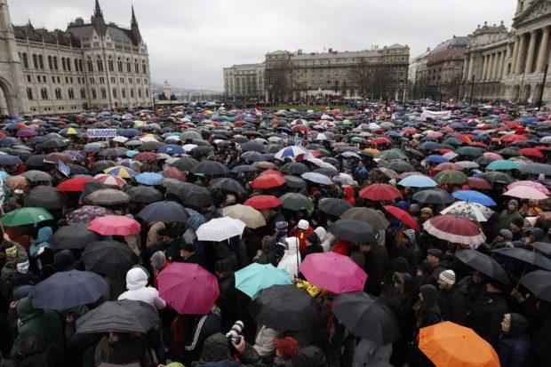 A Tanítanék Mozgalom által szervezett demonstráció Budapesten, a Kossuth téren. Mti-fotó: Szigetváry Zsolt