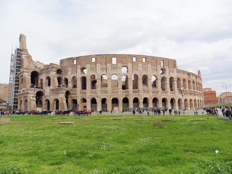 Az első látványosság, amit megnéztünk: a Colosseumot éppen felújítják. Fotók: a szerző