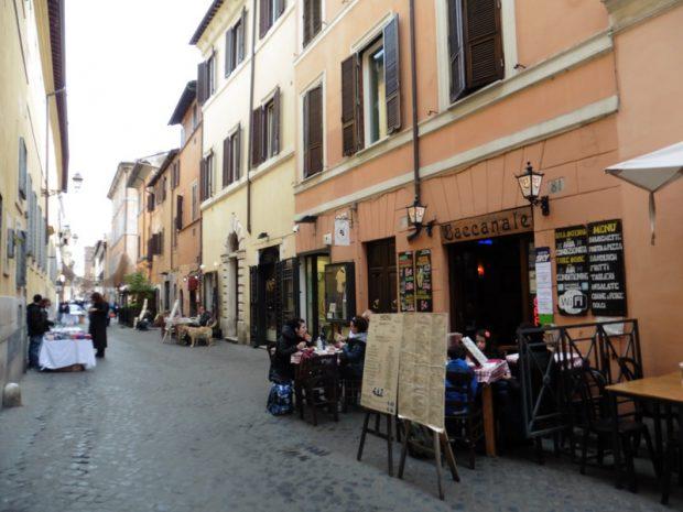 A Trastevere kis utcácskáiban számtalan kisvendéglő és étterem várja a vendégeket
