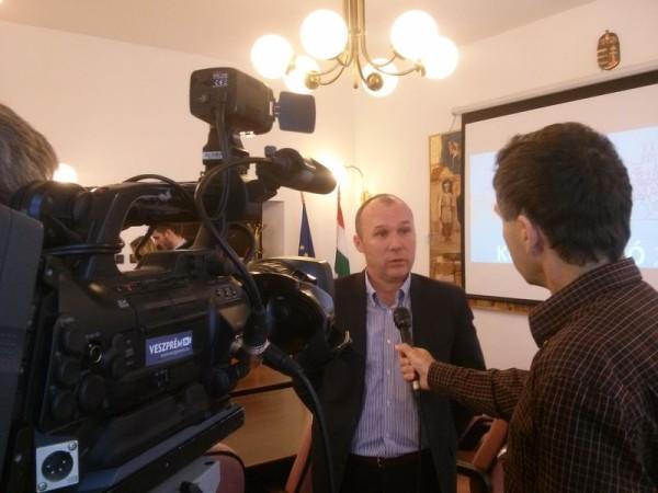Porga Gyula arra kérte a veszprémieket, intenzíven vegyenek részt a párbeszédben. Fotó: a szerző