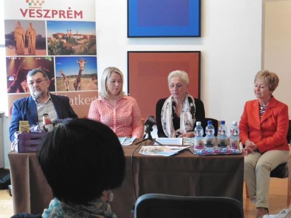 Debreczeny Zoltán, Bérczi Beáta, Brányi Mária és Neubauer Edit a III. turisztikai szezonnyitó sajtótájékoztatóján. Fotó: a szerző
