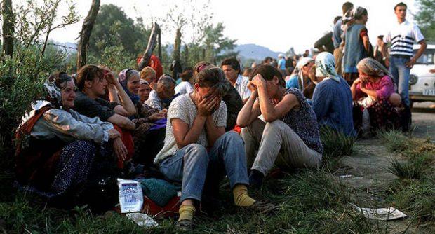 A Balkánon dúló etnikai háború során nemzeti hovatartozásuk miatt otthonaikból elűzött emberek ezrei váltak hontalanná