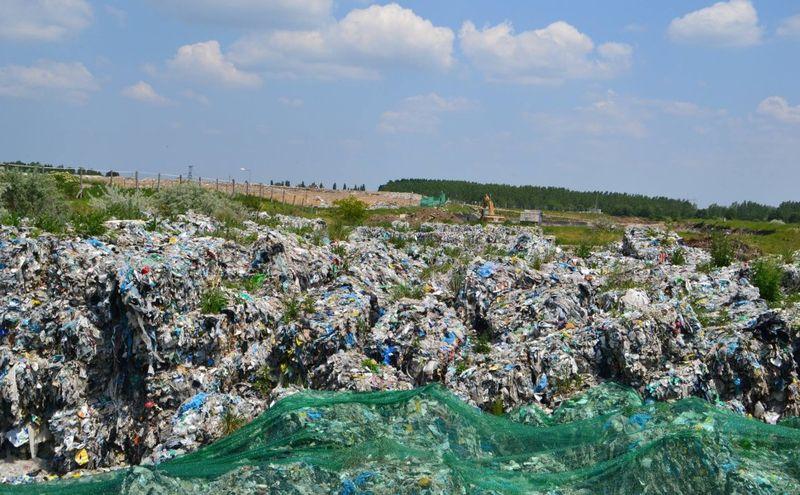 A Fejér Megyei Kormányhivatal illetékesei többször is szemléztek a királyszentistváni hulladéklerakónál
