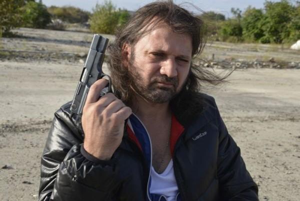 Rupaszov (Thuróczy Szabolcs), a mozgáskorlátozott nyugalmazott tűzoltó egy szerb maffiózónak dolgozik bérgyilkosként. Fotó: Stalter György (Laokoon Filmgroup)