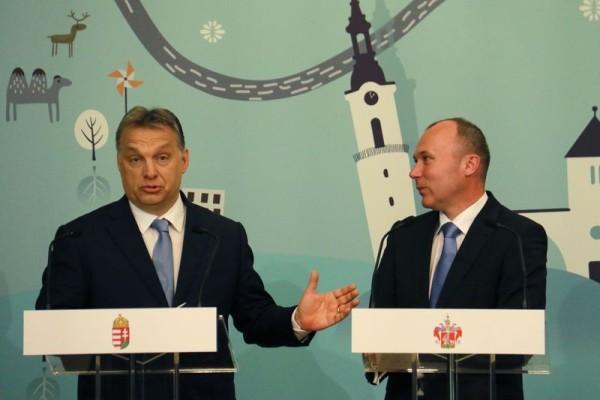 Májusban városunkban járt Orbán Viktor miniszterelnök, aki  Porga Gyula polgármesterrel együtt fejlesztéseket jelentett be, igaz, ezek egy részét pár héttel később visszavonták. Archív fotó: Nagy Lajos