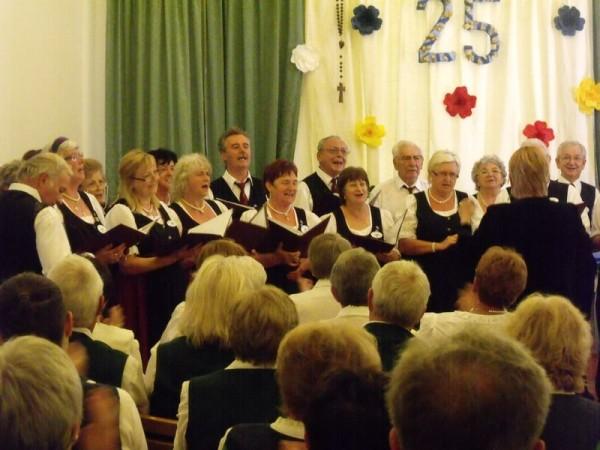 A Veszprémi Német Nemzetiségi Klub kórusát Fertig Erzsébet vezényelte