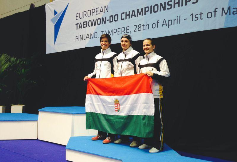 Jól szerepelt a magyar taekwondo-csapat Tamperében. A képen balról jobbra: Mucsy Petra, Penczi Andrea, Bécsi Nikolett. Fotók: Veszprémi Taekwondo SE