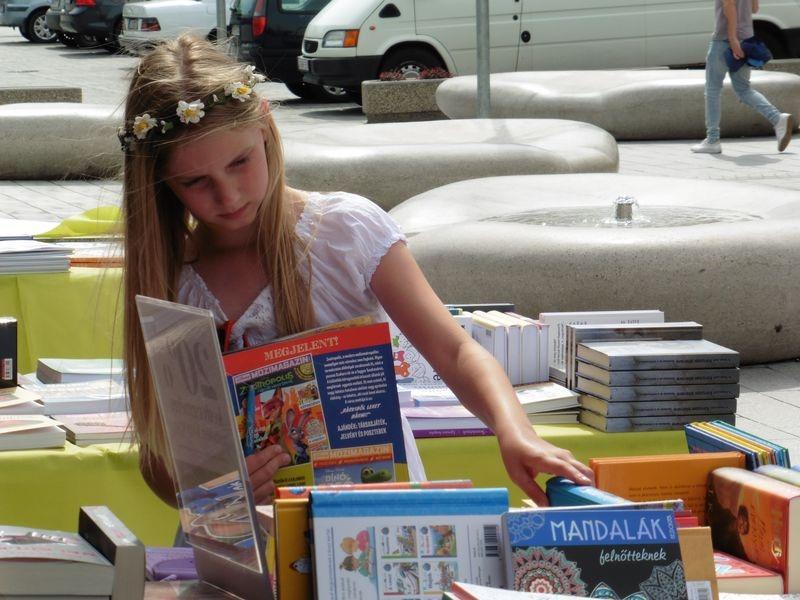 Szombaton délelőtt a gyerekeket várják a Szent Imre téren, a Kossuth utca és a Veszprém Hotel között. Fotók: a szerző