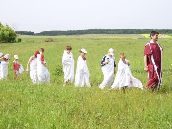 Nagy kaland a gyerekek számára visszautazni a római korba. Fotó: Római kori villagazdaság, Baláca