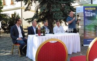 FESZTIVÁL – Harminc borász és harminc koncert a téren