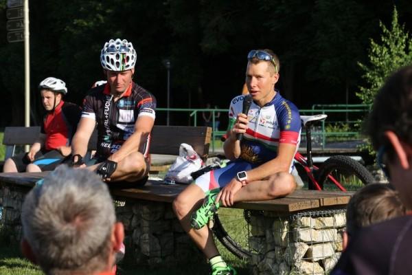 Parti András kerékpáros olimpikon válaszol a veszprémi fiatalok kérdéseire. Fotók: Veszprémi KE