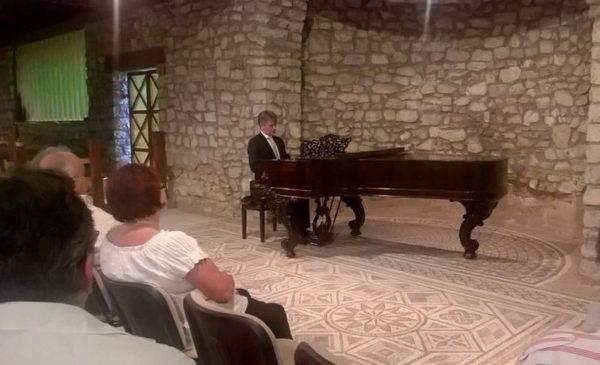 Szilasi Alex elkápráztatta a közönséget zongorajátékával. Fotók: a szerző