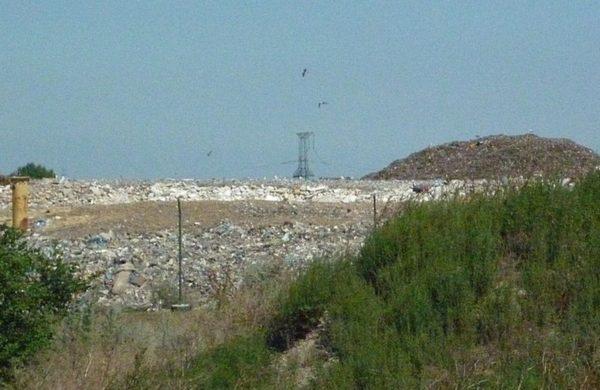 A Királyszentistván melletti hulladéklerakó. Több kilométernyire is érezni lehet a bűzt