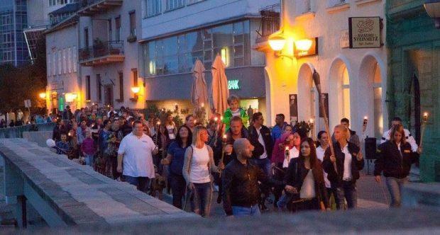 A tavalyi székesfehérvári fáklyás felvonulás egy pillanata